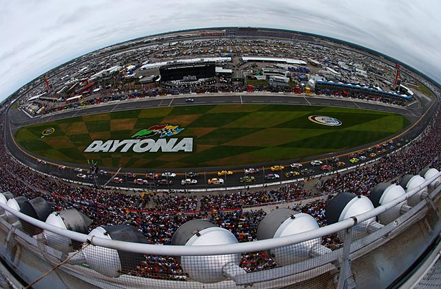 Danica Patrick and Jeff Gordon lead the field to the start of the Daytona 500.