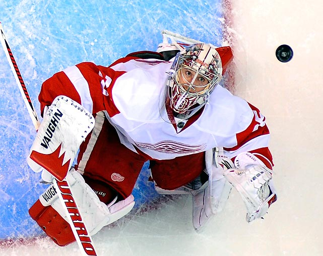 Detroit Red Wings netminder Jimmy Howard spots the puck above his head during the first period of the Red Wings' game against the Los Angeles Kings on Feb. 27. A late goal from Anze Kopitar put the Kings ahead for a 2-1 final.