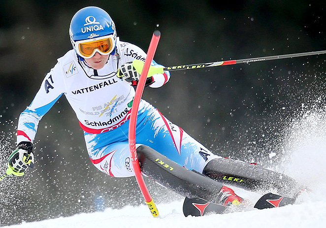 World Cup slalom champion Marlies Schild will rest and undergo additional therapy to heal her injured knee.