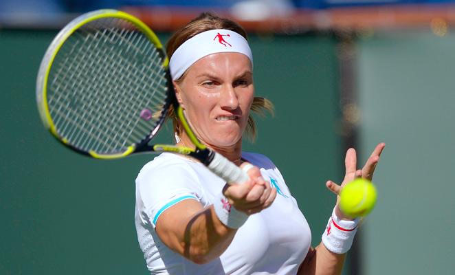 Svetlana Kutznetsova defeated Andrea Hlavackova to continue her return from a knee injury.