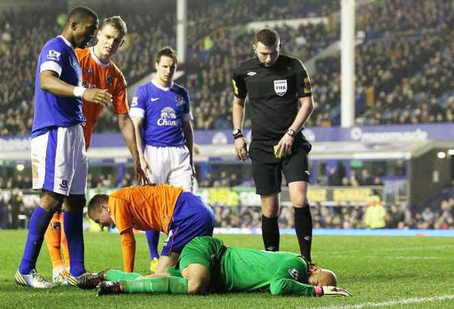 Tim Howard suffered two broken vertebrae in Everton's FA Cup game against Oldham. Howard played the remaining five minutes of the game after suffering the injury.