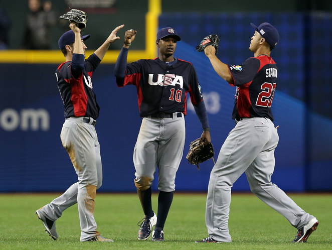 A last-place finish for Adam Jones (center) and the U.S. would knock them out of the 2017 WBC.
