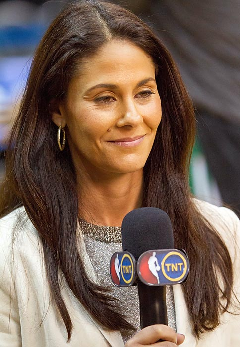 This marks the fifth consecutive year Wolfson will work as the sideline reporter for the Final Four and national championship game. A Michigan grad, she has been the lead sideline reporter on CBS's college football coverage since 2004.