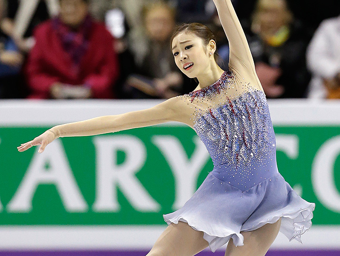 Kim Yu-na holds more than three point lead after the short program at the figure skating world championships.