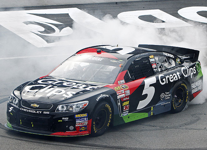 Kasey Kahne survived challenges from Kyle Busch and Brad Keselowski to secure his first Bristol win.