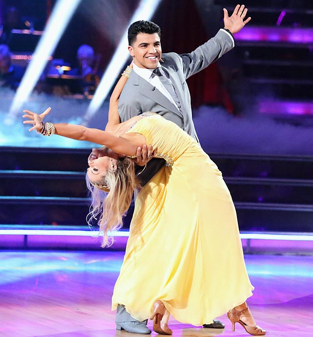 The professional boxer and former WBC Welterweight Champion finished in 8th place with with dancing partner Lindsay Arnold