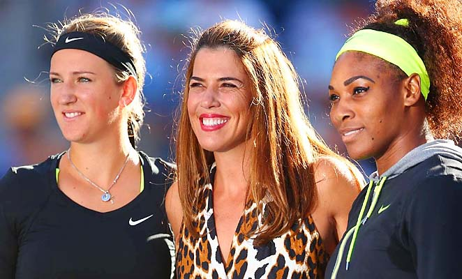 Jennifer Capriati stands between Victoria Azarenka and Serena Williams at the 2012 U.S. Open.