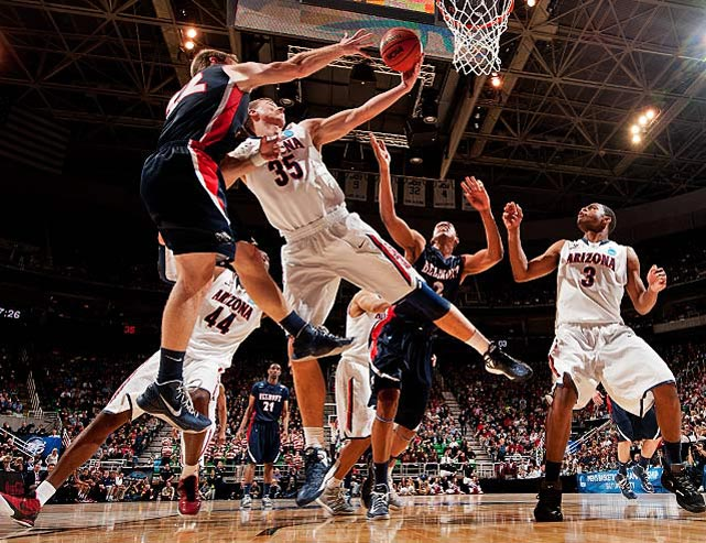 Kaleb Tarczewski was one of four players who scored in double digits in Arizona's victory.