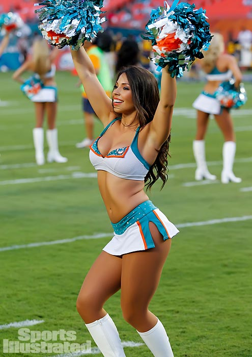 Meet Elizabeth, a cheerleader for the Miami Dolphins who loves to watch <italics>Friends</italics>, wantrs to travel across the world and wishes she could have dinner with Marilyn Monroe. To read more about her, check out her profile on Extra Mustard.