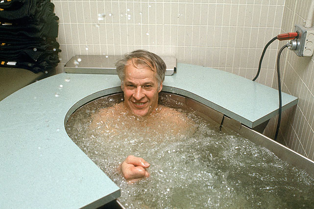 Resting in a hot whirlpool in November 1977. Despite his 49 years, Howe had an impressive season in which he racked up 96 points (34 goals. 62 assists) in 76 games.