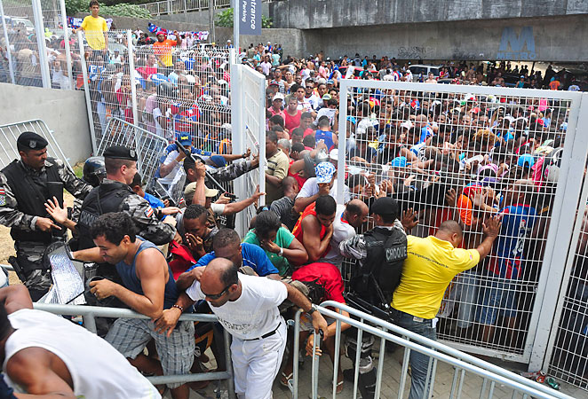 Fans rioted and broke through the gates at the new Arena Fonte Nova while waiting to buy tickets, after which police used tear gas and pepper spray disperse the crowd.