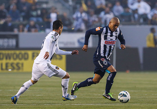 Humberto Suazo, right, netted a crucial late strike to tie the game against the Galaxy at one goal apiece.