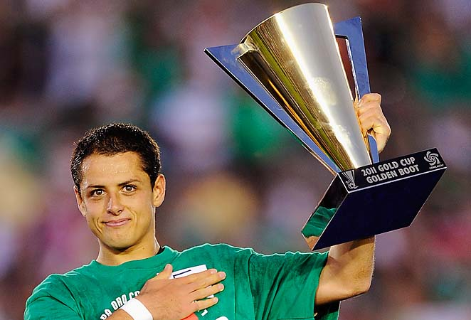 Mexican star Javier Hernandez lifts the 2011 Gold Cup trophy.