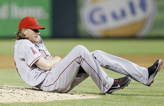 Jered Weaver hurt his non-throwing arm Sunday against the Rangers after diving to avoid a line drive.