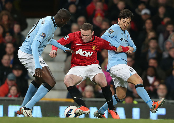 Wayne Rooney (center) was largely largely ineffective against a powerful Manchester City midfield.