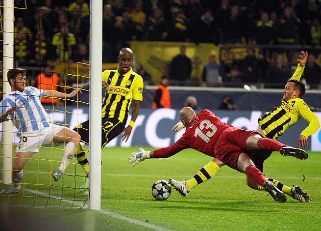 Felipe Santana (second from left) scored a controversial goal to send  Dortmund into the semifinals.