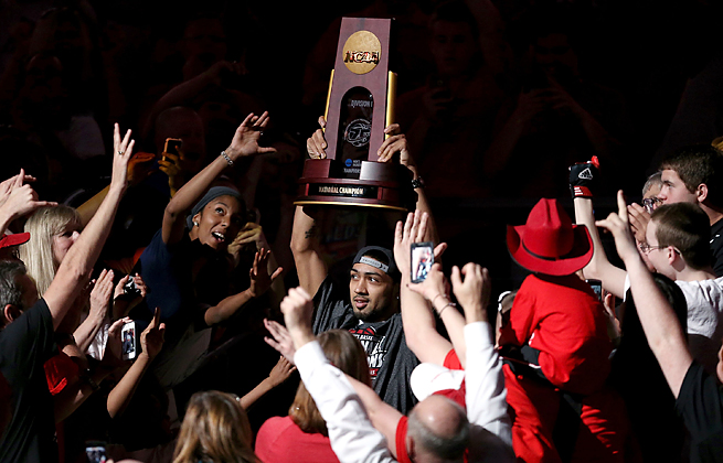 Peyton Siva helped Louisville fans celebrate the title game appearances of both basketball teams.