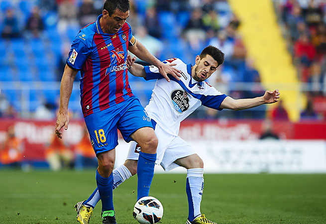 Sergio Ballesteros (left) of Levante vies for the ball with Pizzi of Deportivo de La Coruna.