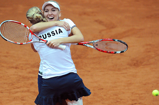After Slovakia jumped out to an early 2-0 lead, Ekaterina Makarova and Elena Vesnina secured the comeback win for Russia.