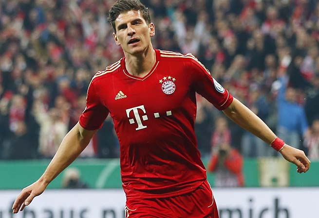 Mario Gomez and Bayern Munich host Barcelona in the first leg Tuesday at 2:45 ET.