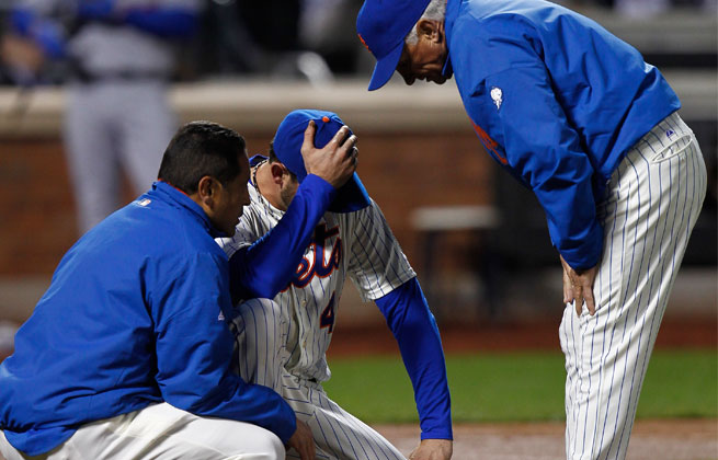 Mets starter Jonathon Niese left the game after getting hit in the leg by a groundball in the third inning Tuesday.