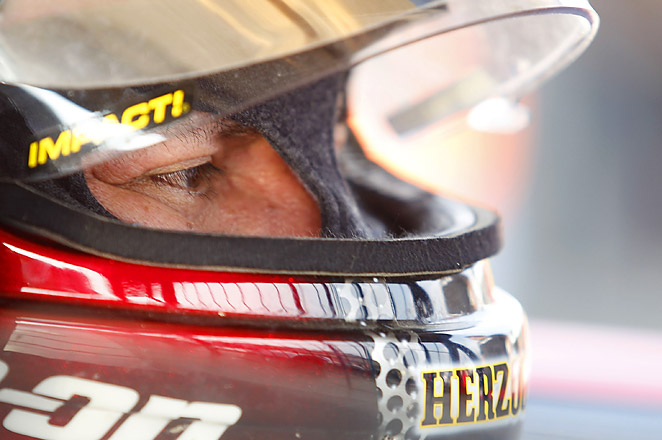 Cruz Pedregon, a two-time Funny Car series champion,had a pass of 4.086 seconds at 310.41 mph.