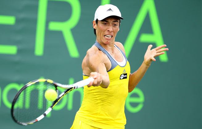 Francesca Schiavone beat South African Chanelle Scheepers 7-6 (4), 6-1 to set up a Grand Prix SAR final against Lourdes Dominguez Lino.