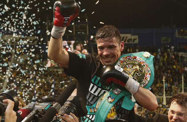 Sergio Martinez took home a unanimous 12-round decision over Martin Murray in Buenos Aires.