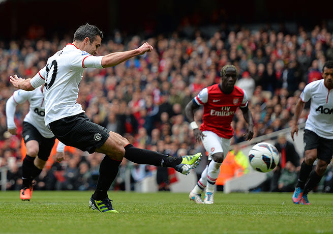 Robin van Persie's penalty canceled out Theo Walcott's tally to secure a draw for United.