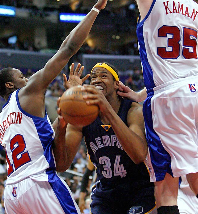 Jason Collins, seen here playing with Memphis, is defended by the Clippers' Al Thornton and Chris Kaman during a 2008 game in Los Angeles.