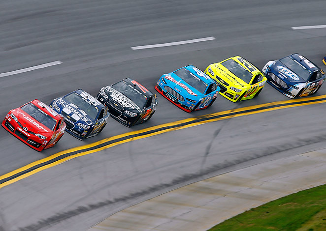 Matt Kenseth (front) led a race-high 86 laps at Talladega before David Ragan made a late push down the stretch.