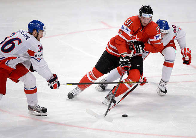 Canada's Steven Stamkos (center) fights for the puck between two Czech defenders.