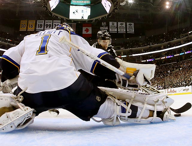 Blues goaltender Brian Elliott stretches out to force Dustin Brown's shot wide in the Kings' 2-1 win in Game 6 of a first-round series Friday.