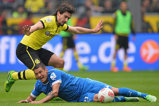 Borussia Dortmund's Mats Hummels (left) claims his twisted ankle won't hinder him this weekend.