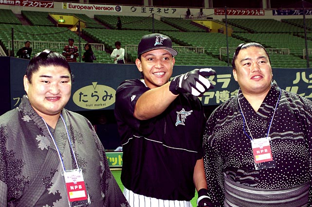 Cabrera poses with Kotomituki sumo wrestlers during the fourth game of the exhibition series between MLB and Japanese professional baseball in November 2004 in Japan.