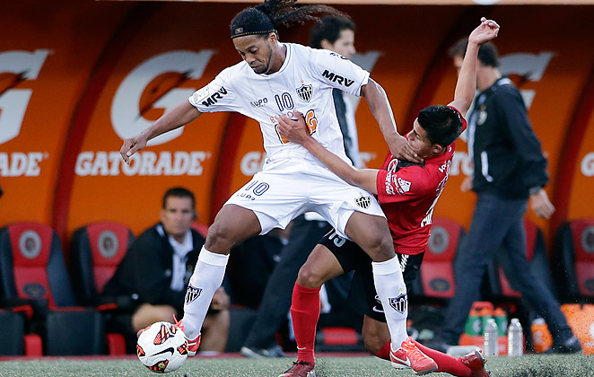 American Joe Corona (right), came on as a substitute in Tijuana's 2-2 draw with Ronaldinho's Atletico Mineiro.