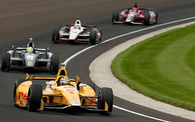 Ryan Hunter-Reay leads a pack of cars during the 200-lap race.