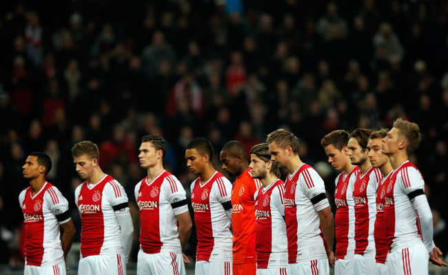 Ajax players observed a moment of silence in December in honor of referee Richard Nieuwenhuizen.
