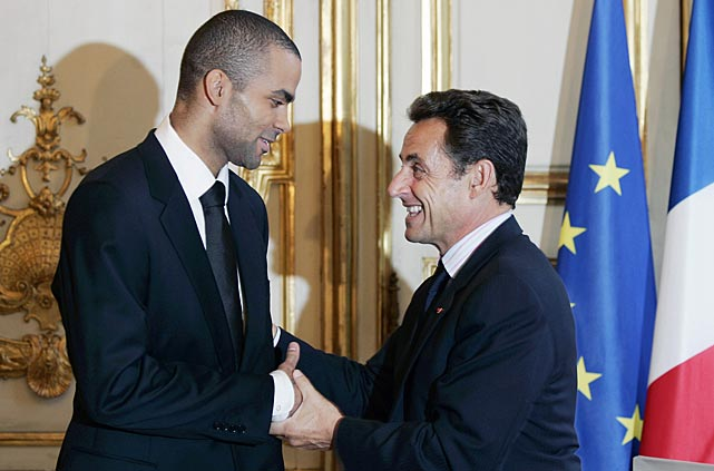 France's President Nicolas Sarkozy awards Parker the medal of Officer of the Legion of Honor, France's highest award at the Elysee Palace in Paris in 2007.