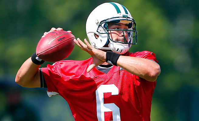 Jets quarterback Mark Sanchez says he is helping rookie Geno Smith learn the offense.
