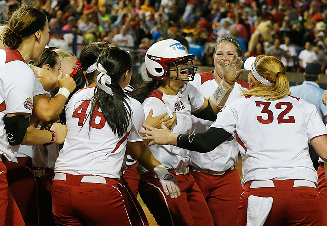 Lauren Chamberlain's two-run homer, her 30th of the season, lifted Oklahoma to a 5-3 victory.