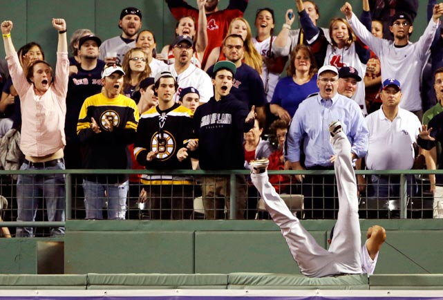 Red Sox fans erupted with glee as the Rangers' right fielder went fishing in vain for Mike Carp's home run ball at Fenway Park.