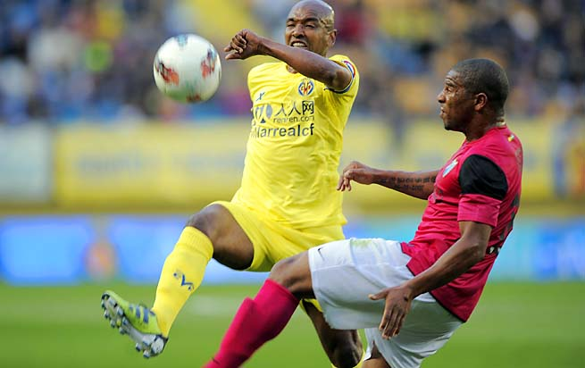 Marcos Senna (left), born in Brazil, has been with Villarreal since 2002.