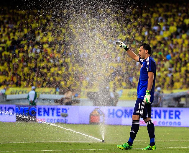 Colombia kept its goalkeeper, David Ospina, well hydrated during a home match against Peru in Barranquilla.