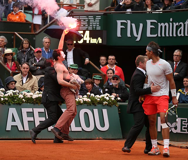Paris is a legendary city of romance, and so we have a fan who appears to be carrying a torch for Rafael Nadal, locked in the loving embrace of a security guard at Roland Garros.