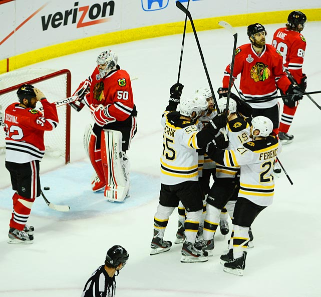 The Bruins celebrate Chris Kelly's game-tying goal in the 2nd period.