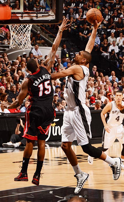 Duncan got his night off to a good start with an first-quarter dunk over Mario Chalmers