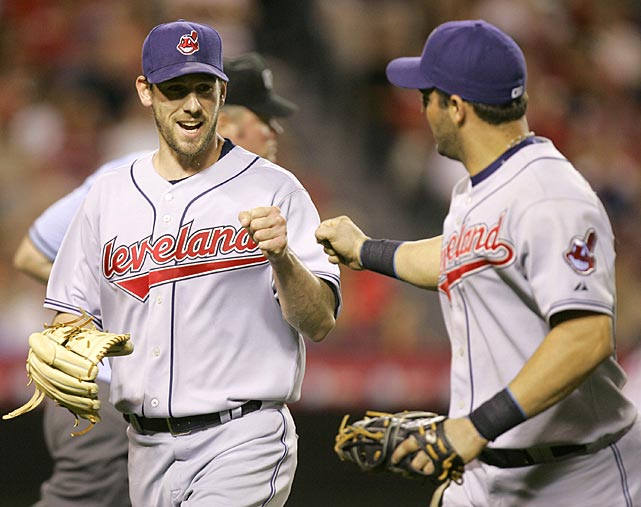 Lee struggled in 2007 after suffering a groin strain during spring training, but had at least one fist-bump worthy moment with first baseman Ryan Garko.