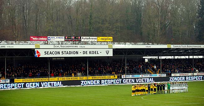 Venlo and Vitesse players stand for a minute of silence for Richard Nieuwenhuizen at a match in December.