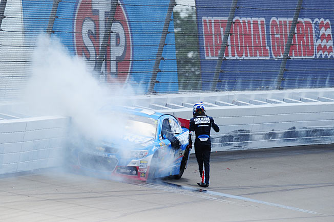 After a fast start this season, Kasey Kahne is watching his Chase and Cup title hopes go up in smoke.